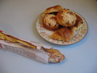 Baguette_retro_and_pastries_1
