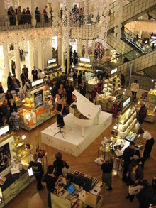 Concert_and_champagne_at_bon_marche_5