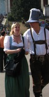 Crop_couple_w_funny_hat_oktoberfest_crow