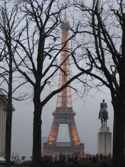 Eiffel_tower_27_december