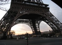 Eiffel_tower_at_dawn