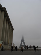 Eiffel_tower_in_mist_30_nov_06_3