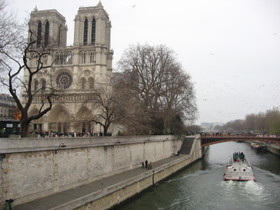 Notre_dame_27_december_river_and_boat_3