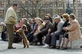 Old_people_in_dresden_w_poodle_2