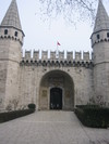 Topkapi_palace_gate_to_second_courtyard_